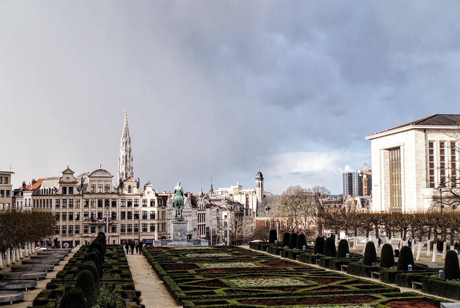 dynamicznie zmieniająca się pogoda w Brukseli