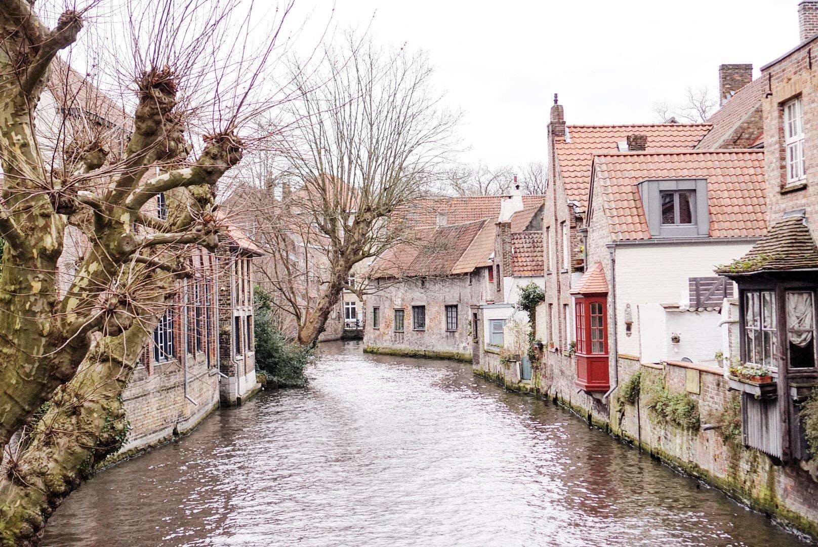Brugia i jeden z licznych kanałów