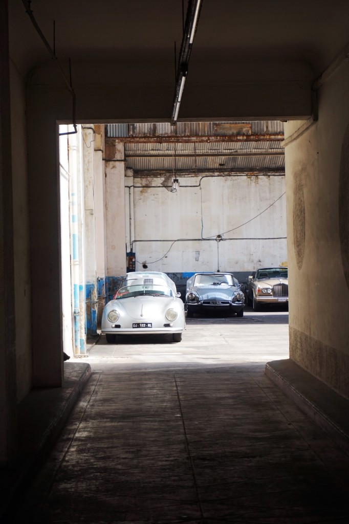 tak sobie idziesz, a wtem! widzisz zaparkowane bajeranckie autka. może przejażdżka?
