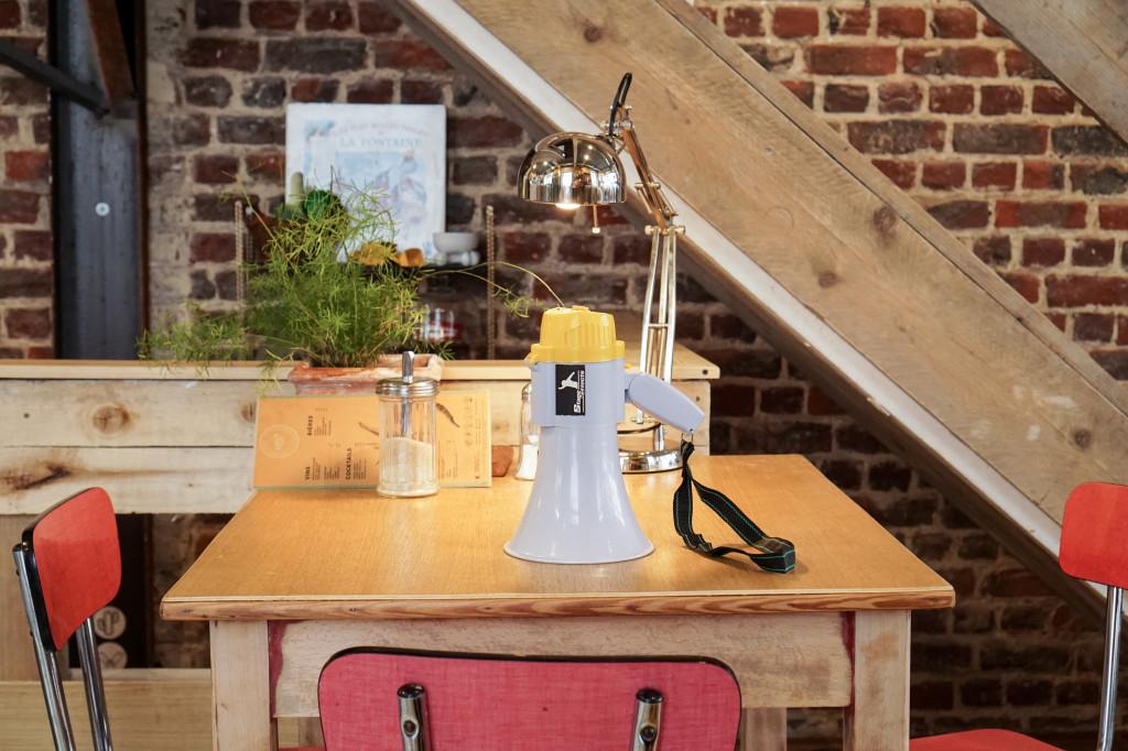 """Za pomocą tego urządzenia pracownicy komunikują się między sobą i z właścicielem... """"Barista, barista proszony za bar!"""""""