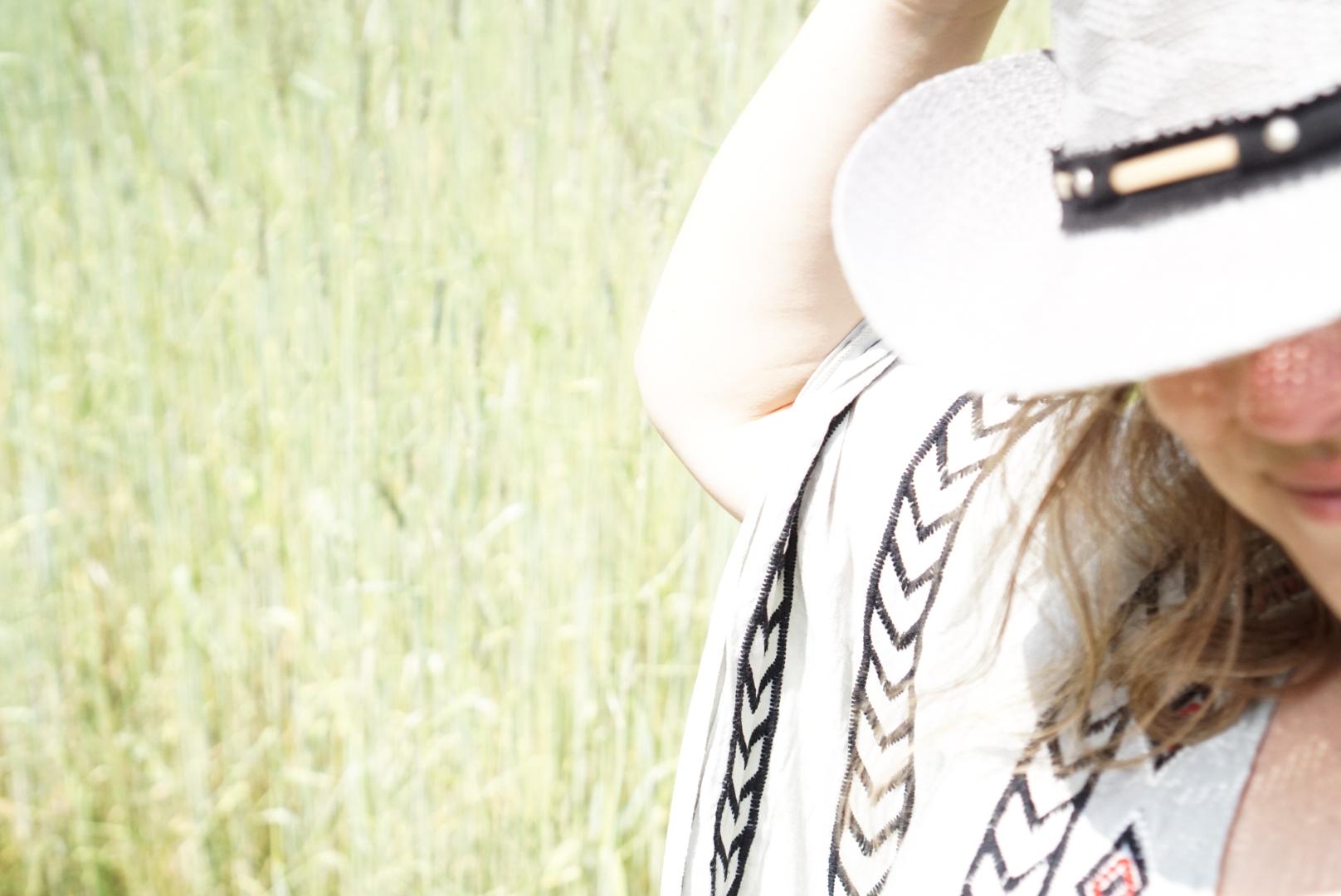 Było wściekle gorąco. Na taki upał najlepszy jest mój kaftan z Fargonard i kowbojski kapelusz. HOWDY! :)